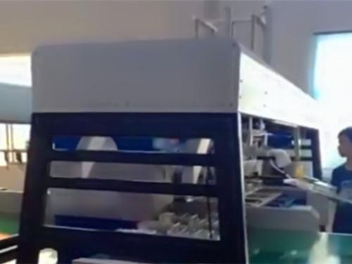 自动裁断机加装机械手